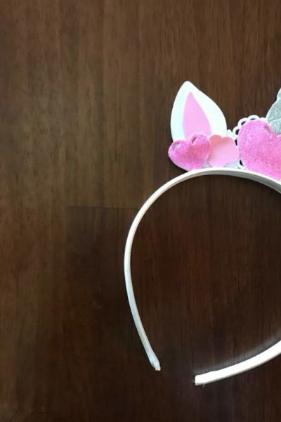 Grab your free SVG file to DIY this cute unicorn headband for your next costume idea. This DIY unicorn headband is easy to assemble and quick to put together. So pull out your Cricut and start crafting! #cricut #cricutmade #freeSVG #unicorn | unicorn diy, unicorn horn, unicorn cricut, unicorn hairbow, svg cricut free