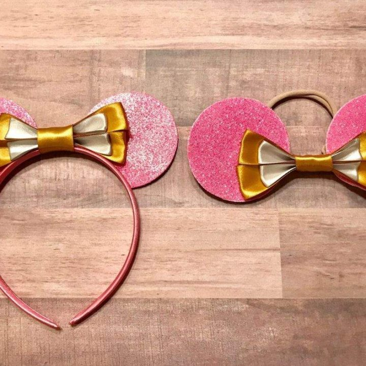 Disney ears have never looked this cute! DIY this headband using our easy tutorial for your kids outfit. You'll love making this Sleeping Beauty glitter headband. #Disney #DisneyEars #DIY #SleepingBeauty #DisneyPrincess