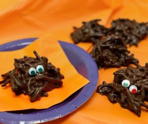 A fun, kid friendly Halloween recipe that you don't want to miss! These Halloween chocolate spiders require only 2 ingredients and are made in minutes. No oven cooking required. Click for your recipe! #Halloween #kidfriendlyrecipes #cooking #dessert | Halloween desserts, Halloween sweets, desserts, chocolate