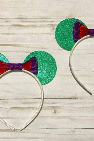 This Little Mermaid headband is perfect for your own Disney princess. DIY these cute ears in a matter of minutes with this easy to follow craft tutorial (perfect for beginners). #Disney #LittleMermaid #Ariel #DisneyEars
